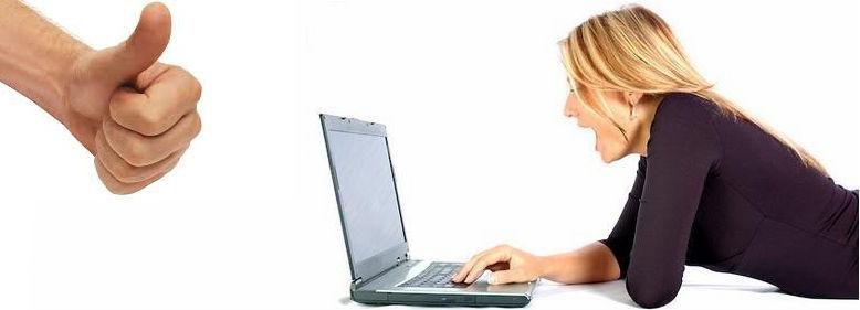 Mulhar feliz ao fazer uma compra pela internet