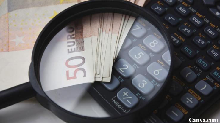 dinheiro-calculadora-e-uma-lupa