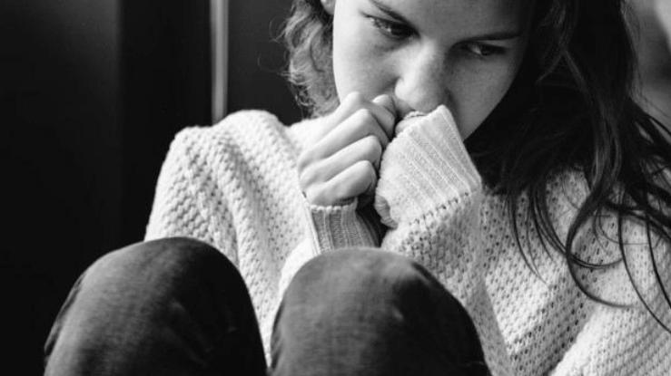 mulher-triste-porque-nao-consegue-ganhar-seguidores